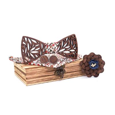 Drevené manžetové gombíky s motýlikom Rožanice M017