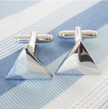 Manžetové gombíky Elegantný strieborný trojuholník